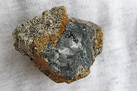 Pyrolusit: rosettenförmig (6 x 4,5 x 4 cm)