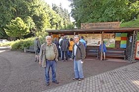 Ulrich Brunzel und Udo Becker (von links) vor der Marienglashöhle