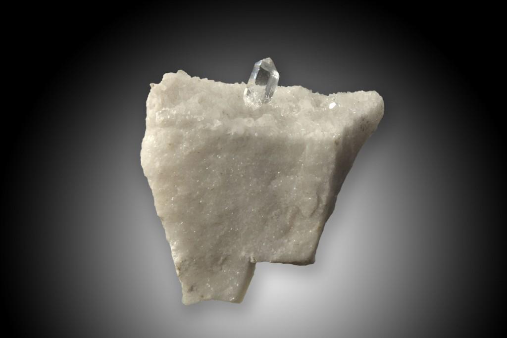 """Bergkristall auf Marmor. Carrara in Italien (Vorlage für R. Brauns """"Das Mineralreich"""" Tafel 54, Abb. 11)"""