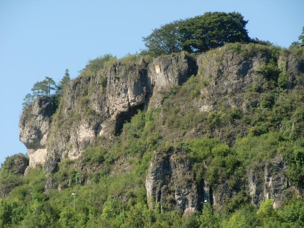 Abb. 20: Blick von Gerolstein zu den gleichnamigen Dolomiten (Foto: Volker Duda)