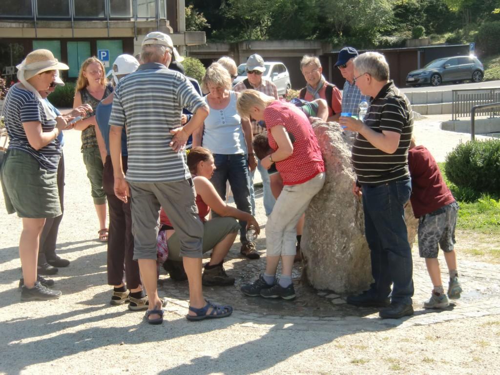 Abb. 22: alle wollten etwas abhaben vom kühlen Nass der Helenenquelle (Foto: Volker Duda)