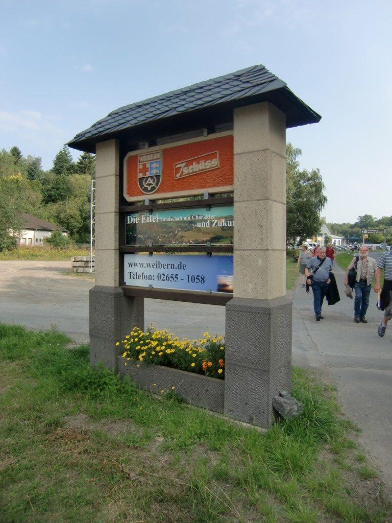 Abb. 29: Ortsausgangsschild von Weibern (Foto: Volker Duda)
