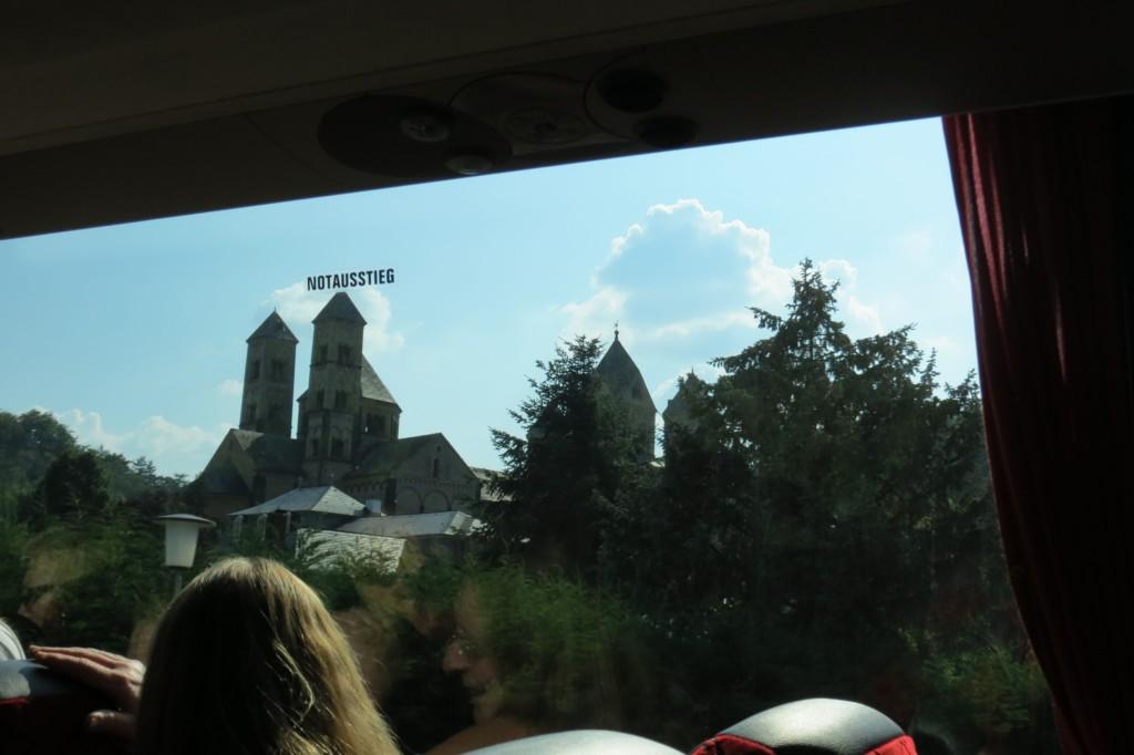 Abb. 38: Aber keine Angst, wie man sieht hat das Kloster Maria Laach für den Ernstfall einen Notausstieg… (Foto: Udo Becker)