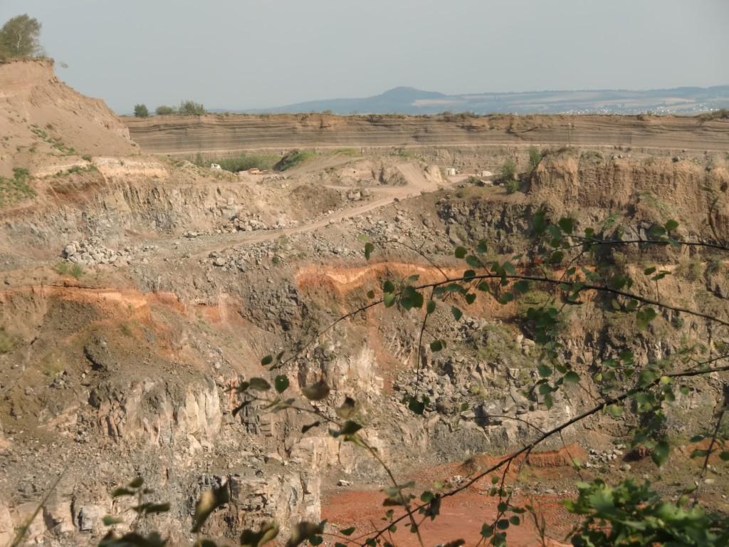 Abb. 39: ein wahrhaft buntes Bild, was die Vulkanaktivität da hinterlassen hat (Foto: Volker Duda)