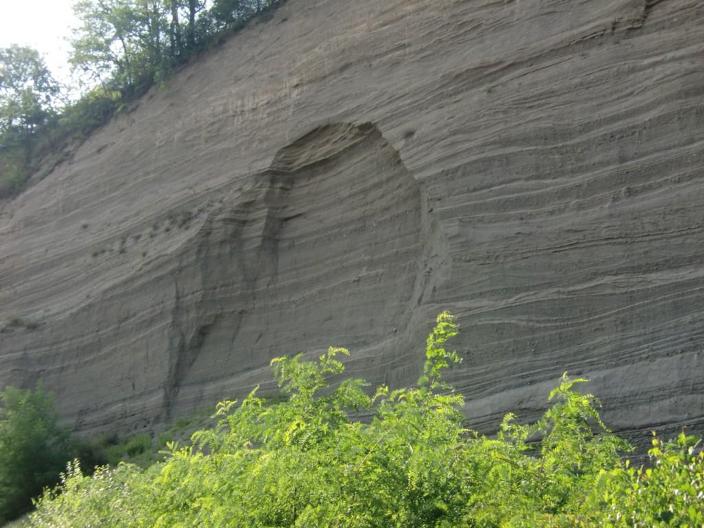 Abb. 41: Abbruchkanten und -zonen lassen aber auch erkennen, warum es absolut nicht ratsam ist, sich am Fuße der Wand aufzuhalten (Foto: Volker Duda)