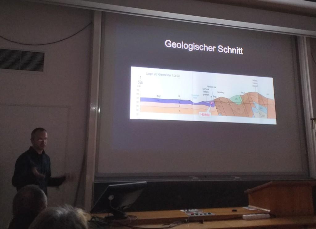auf dem geologischen Schnitt ist die Fränkische Linie gut zu erkennen