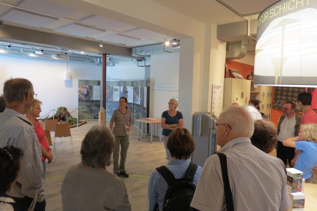 Frau Bär erklärt die Grundlagen (Foto: Udo Becker)