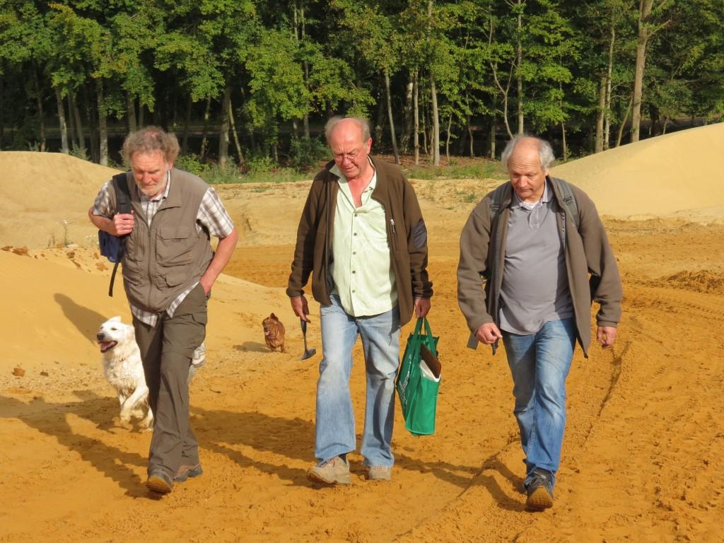 Peter Gronski, Christopher Thomas und Peter Masberg bei der Umrundung der Sandgrube